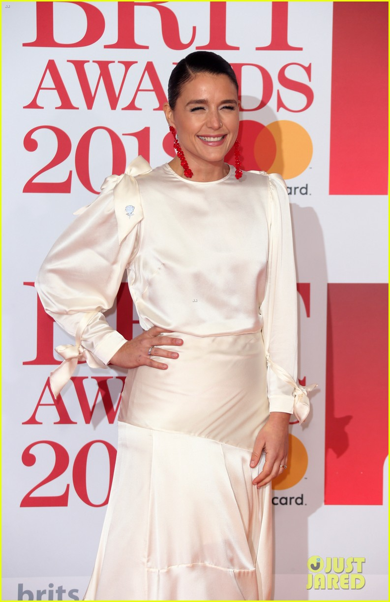 jessie ware hubby sam burrows couple up at brit awards 2018 024036865