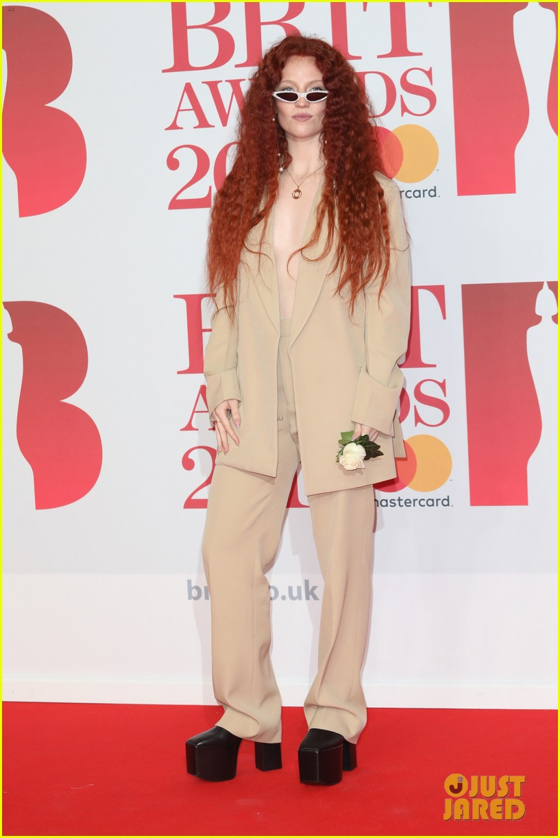 jessie ware hubby sam burrows couple up at brit awards 2018 054036868
