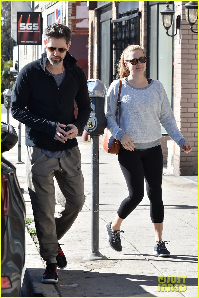 amy adams darren le gallo do their morning errands together 044053448