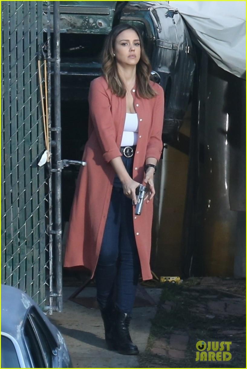 Jessica Alba  U0026 Gabrielle Union Spring Into Action Filming