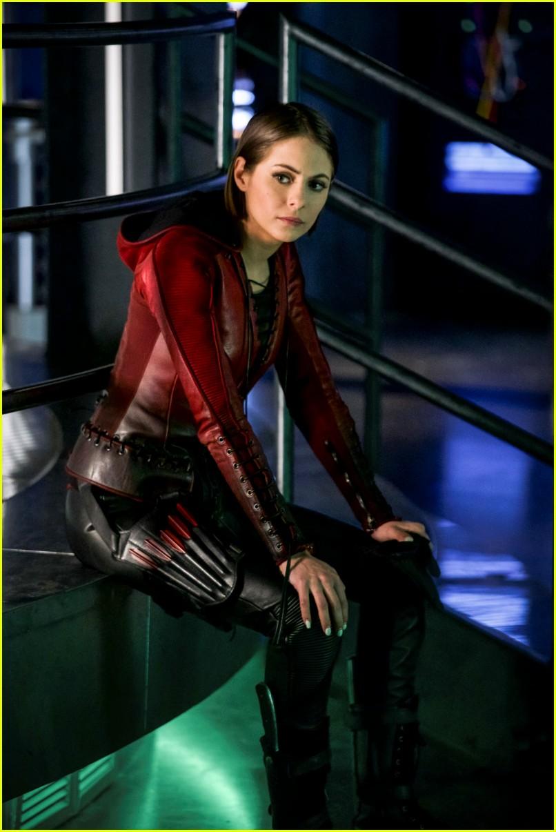 Arrow Says Goodbye To An Original Star Spoilers Photo
