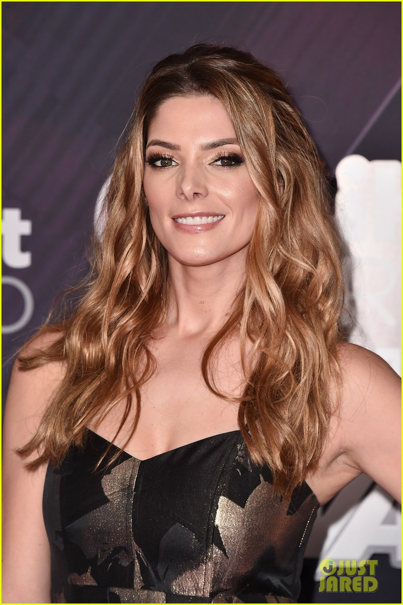 ashley greene christine evangelista iheartradio music awards 2018 01 24049140