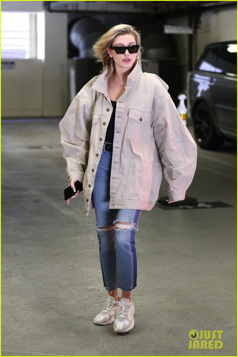 hailey baldwin shows off her casual street style in oversized jacket 054046366
