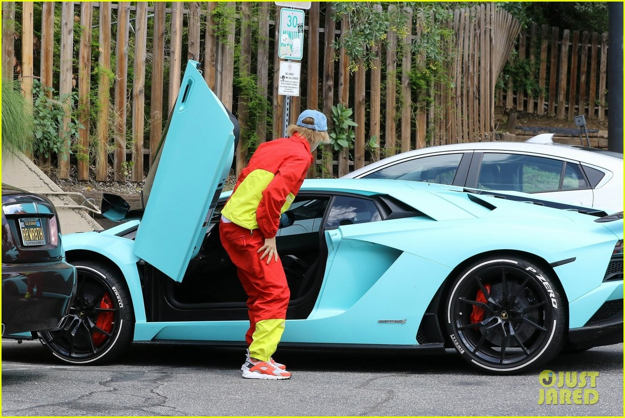Justin Bieber Steps Out in Matching Pants & Jacket After ...