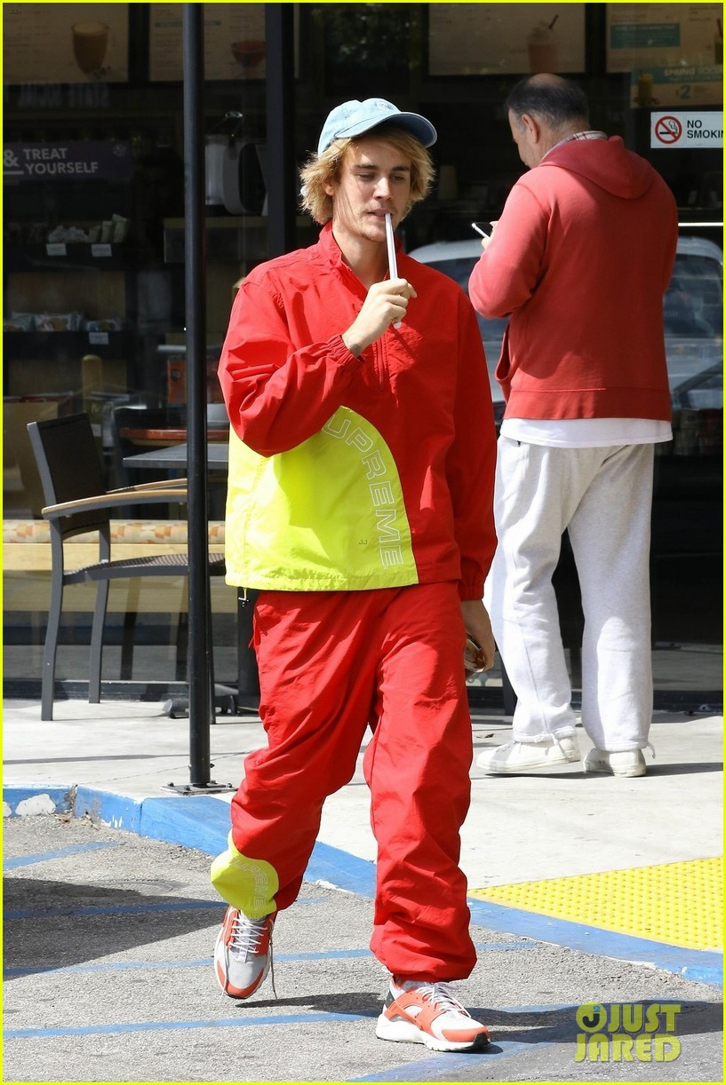 Bieber justin red pants video