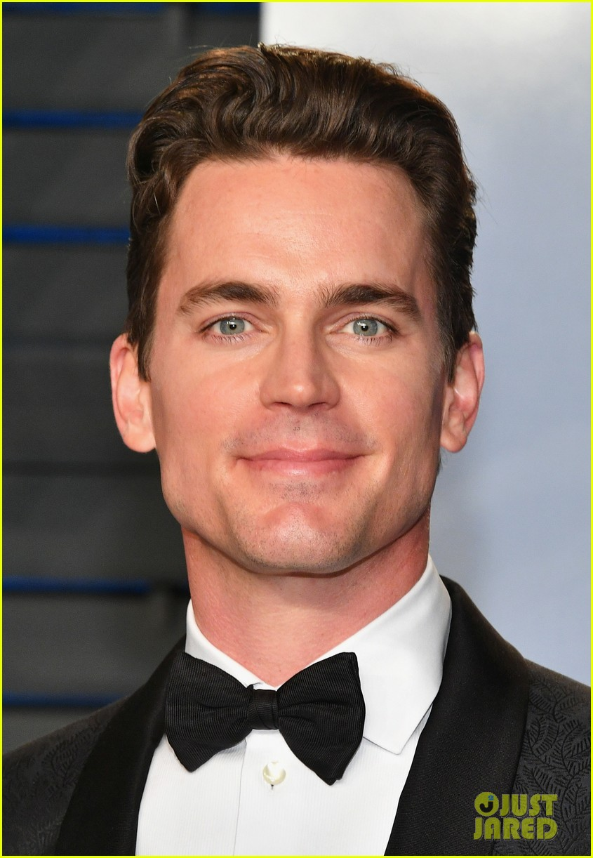 matt bomer simon hall suit up for vanity fair oscars party 024044658
