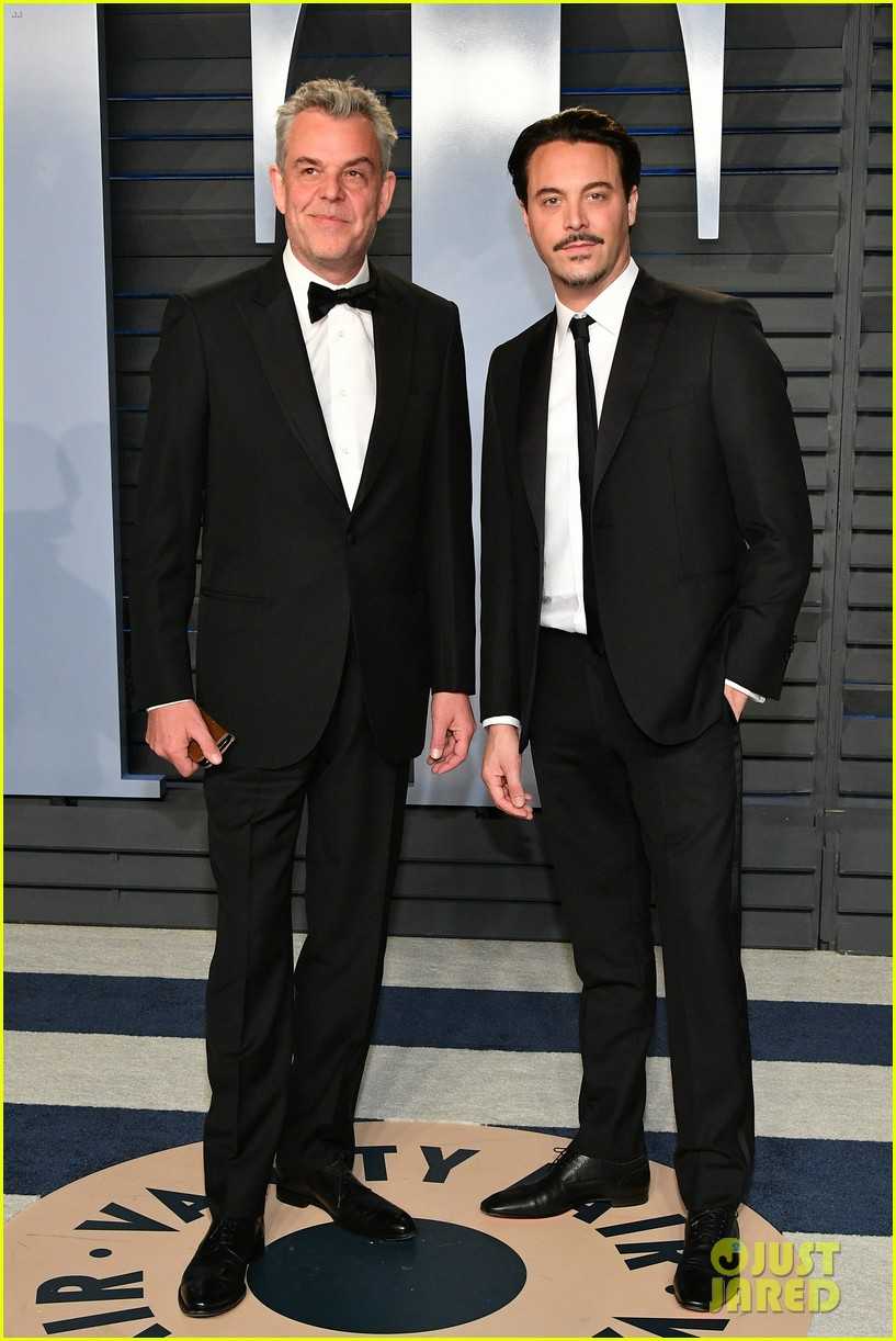 adrien brody michael keaton pedro pascal suit up for vanity fairs oscar party 2018 024046051