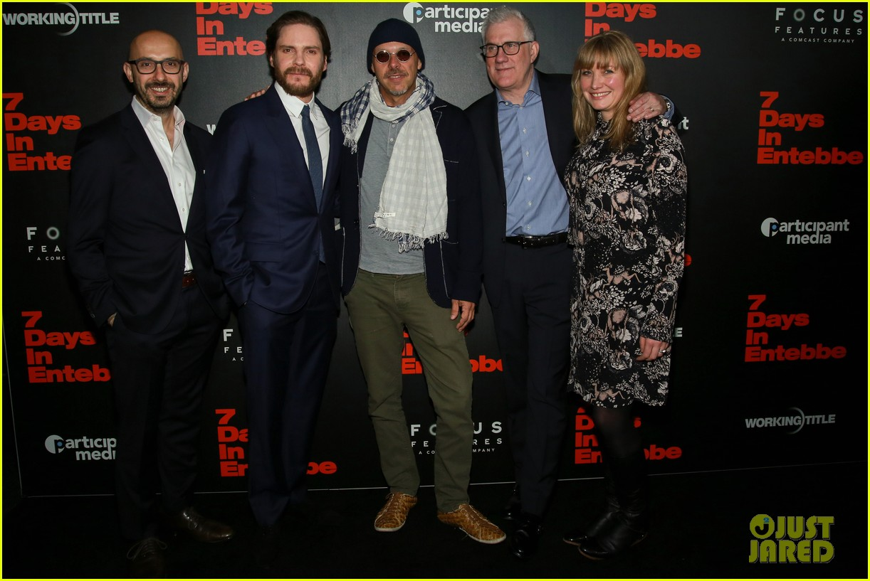 daniel bruhl suits up to bring 7 days in entebbe to nyc 034050097