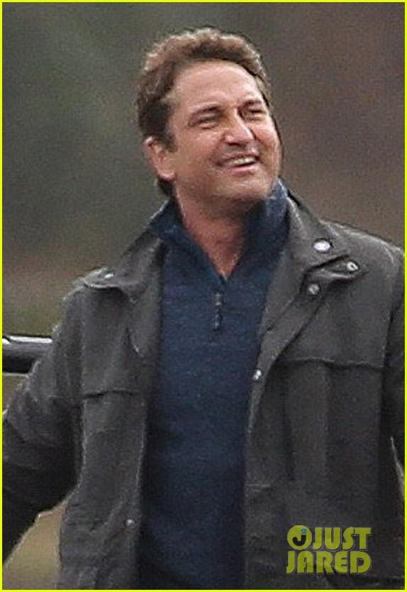 gerard butler jokes around on set of angel has fallen 014047032