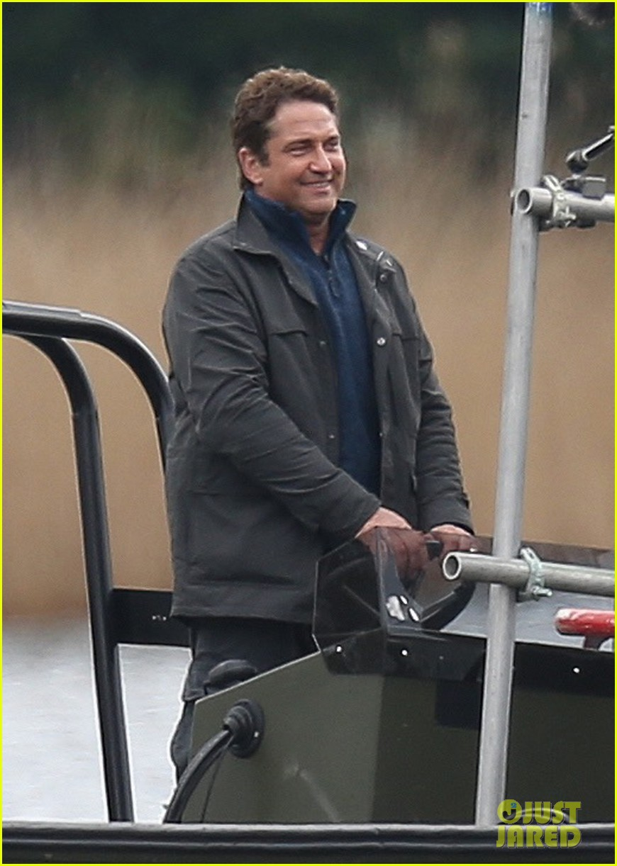 gerard butler jokes around on set of angel has fallen 044047035