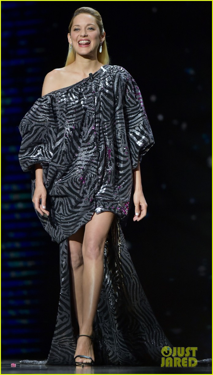 marion cotillard has legs for days in shimmering dress at cesar awards photo 4042714. Black Bedroom Furniture Sets. Home Design Ideas