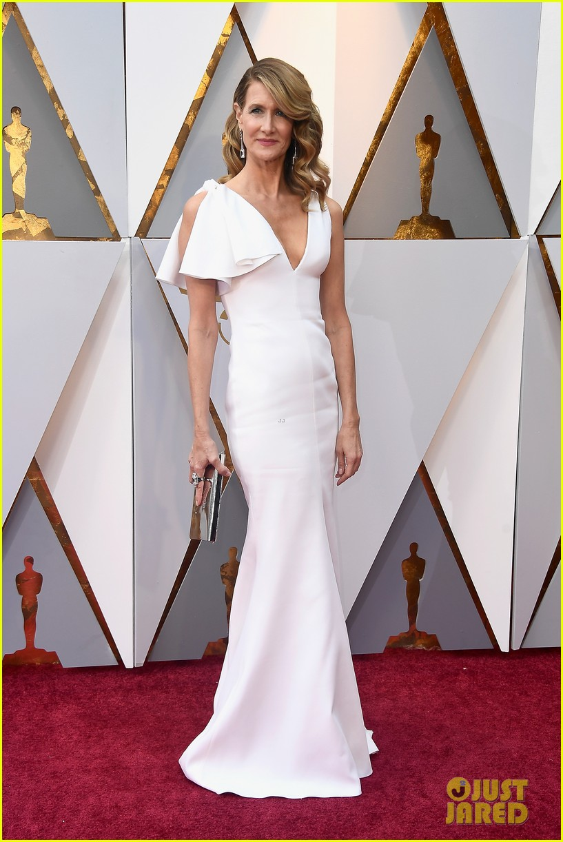 laura dern goes chic in white for oscars 2018 014043960