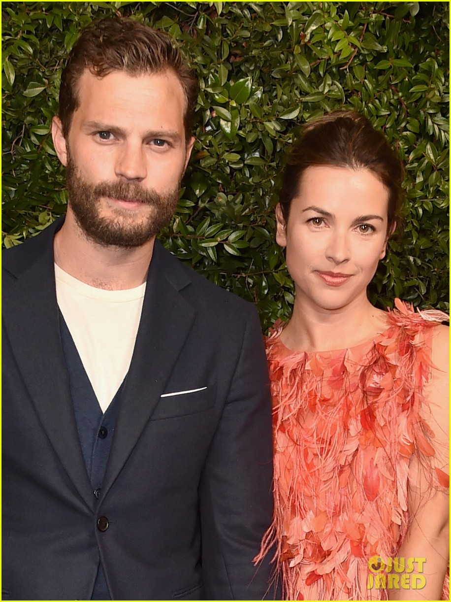 jamie dornan amelia warner arrive in style for chanel oscars pre party 094043542