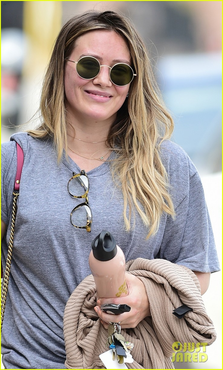 hilary duff kicks off her weekend at the gym 024058527