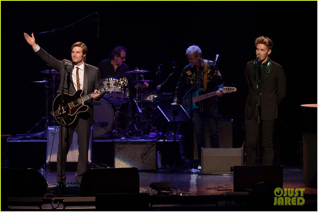 charles esten nashville cast celebrate final season with special concert 034056093