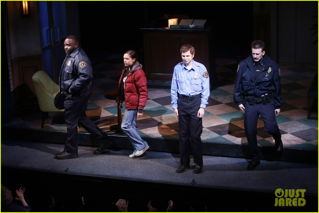 chris evans takes a bow after first broadway performance 024041862