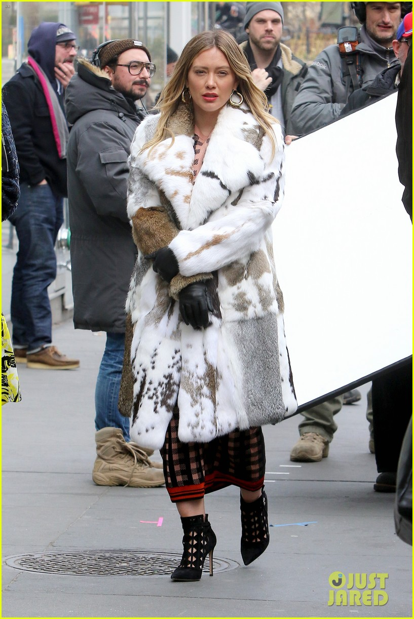 sutton foster hilary duff film younger 044057035