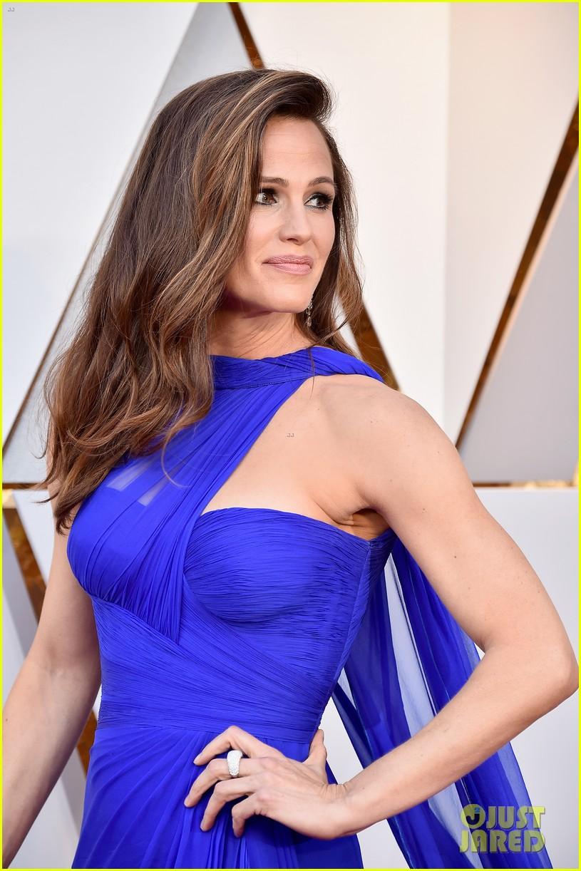 Jennifer Garner Is A Blue Beauty On Oscars 2018 Red Carpet