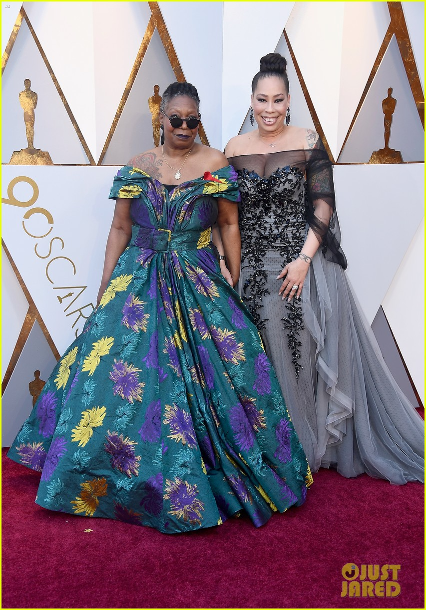 Whoopi Goldberg Adds Pockets Amp Boots To Oscars 2018 Gown