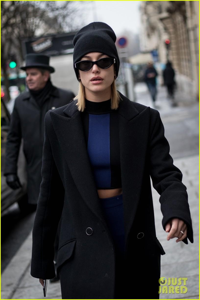 hailey baldwin paris fashion week 2018 054041412