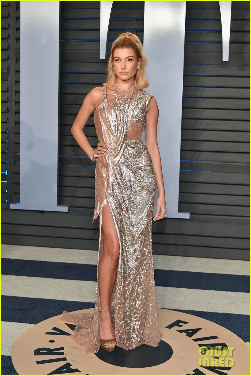 hailey baldwin excited two oscar winners vf party 054045866