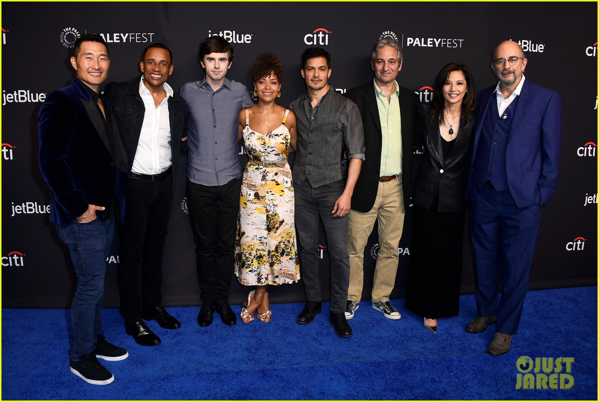 freddie highmore joins his good doctor co stars at paleyfest 044054930
