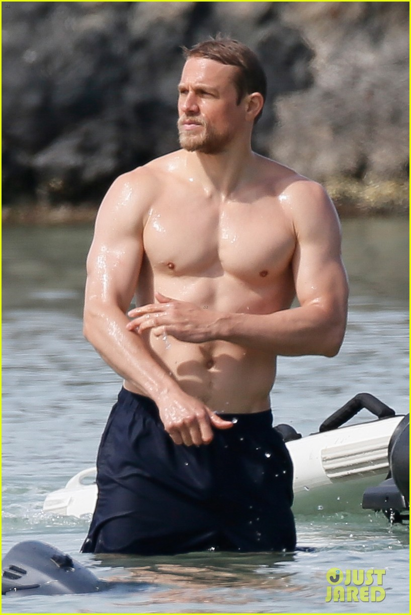 Sexy pictures of charlie hunnam