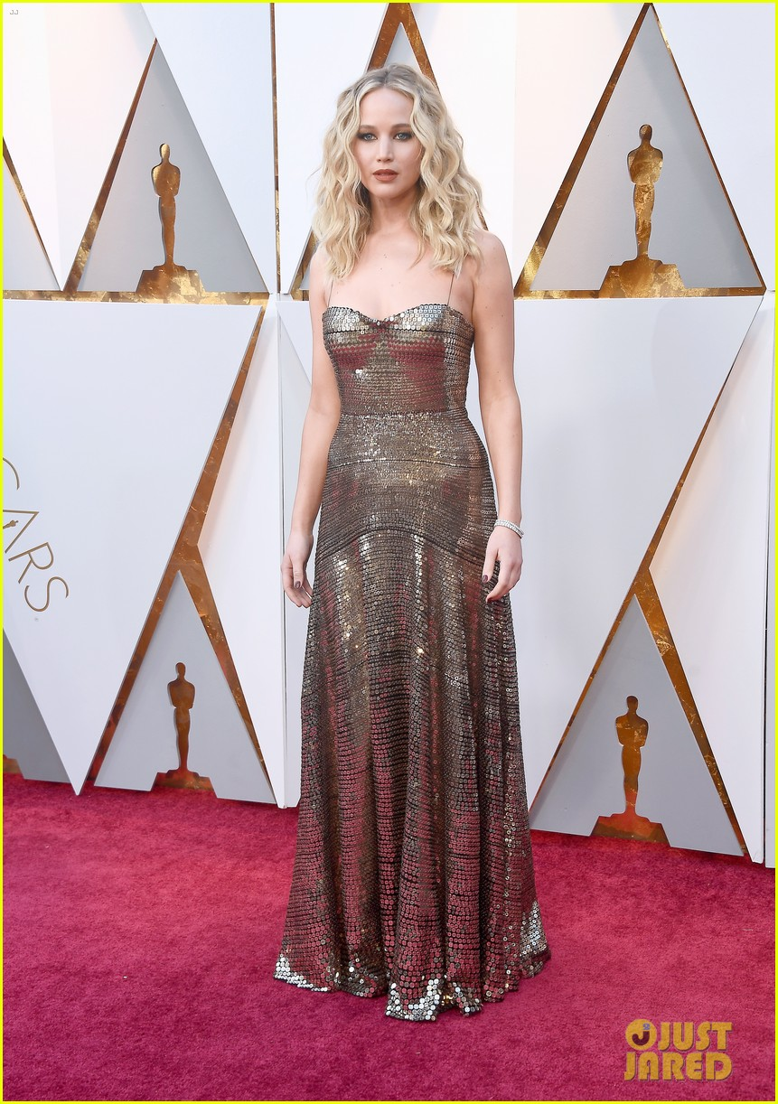 jennifer lawrence oscars 2018 red carpet 014044087