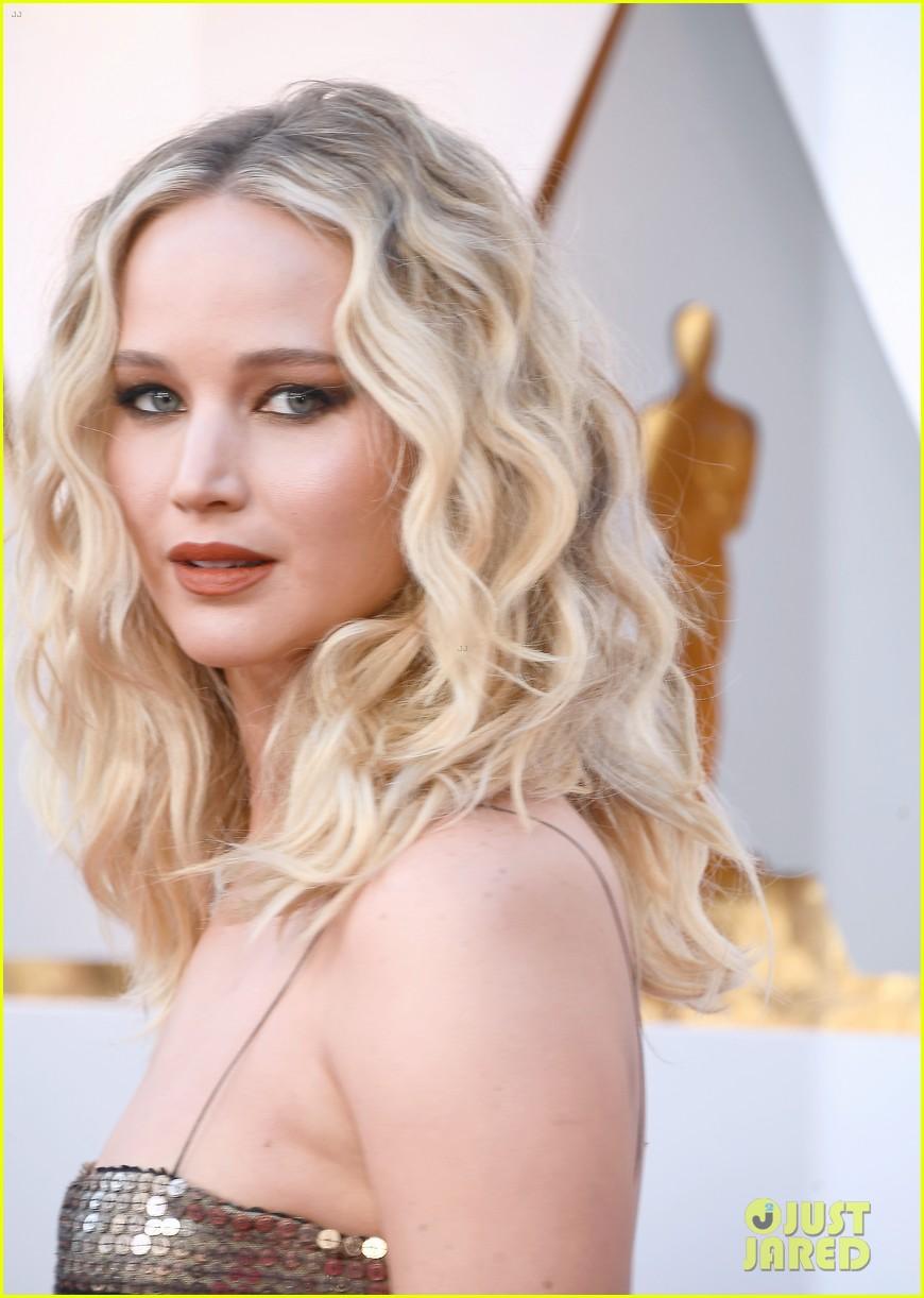 Jennifer Lawrence Stuns In Dior At Oscars 2018 Photo