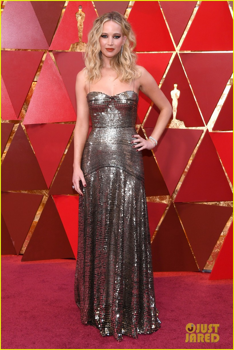 jennifer lawrence oscars 2018 red carpet 054044091