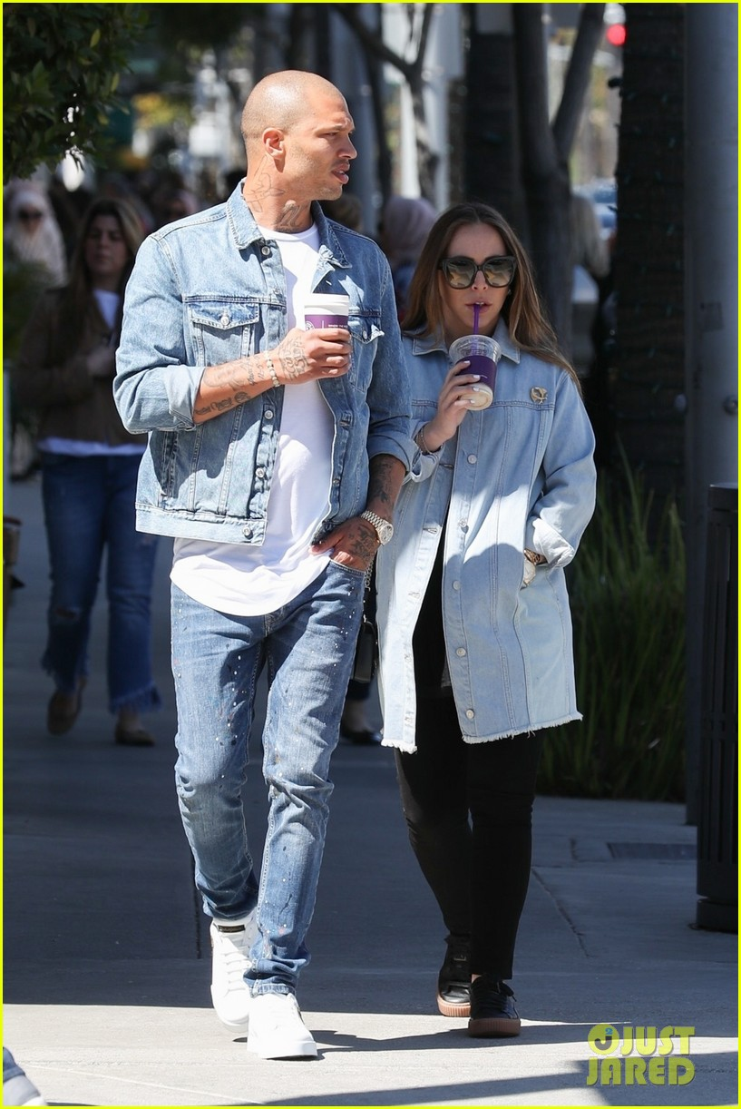 09c7cf8cc3f Jeremy Meeks   Chloe Green Match in Denim Outfits While on a Coffee Date!