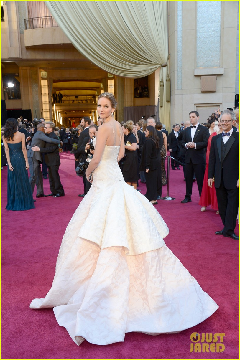 jennifer lawrence oscars fashion 104043647