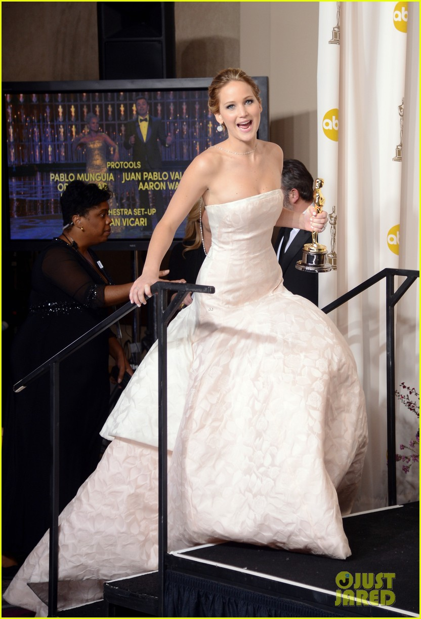 jennifer lawrence oscars fashion 144043651