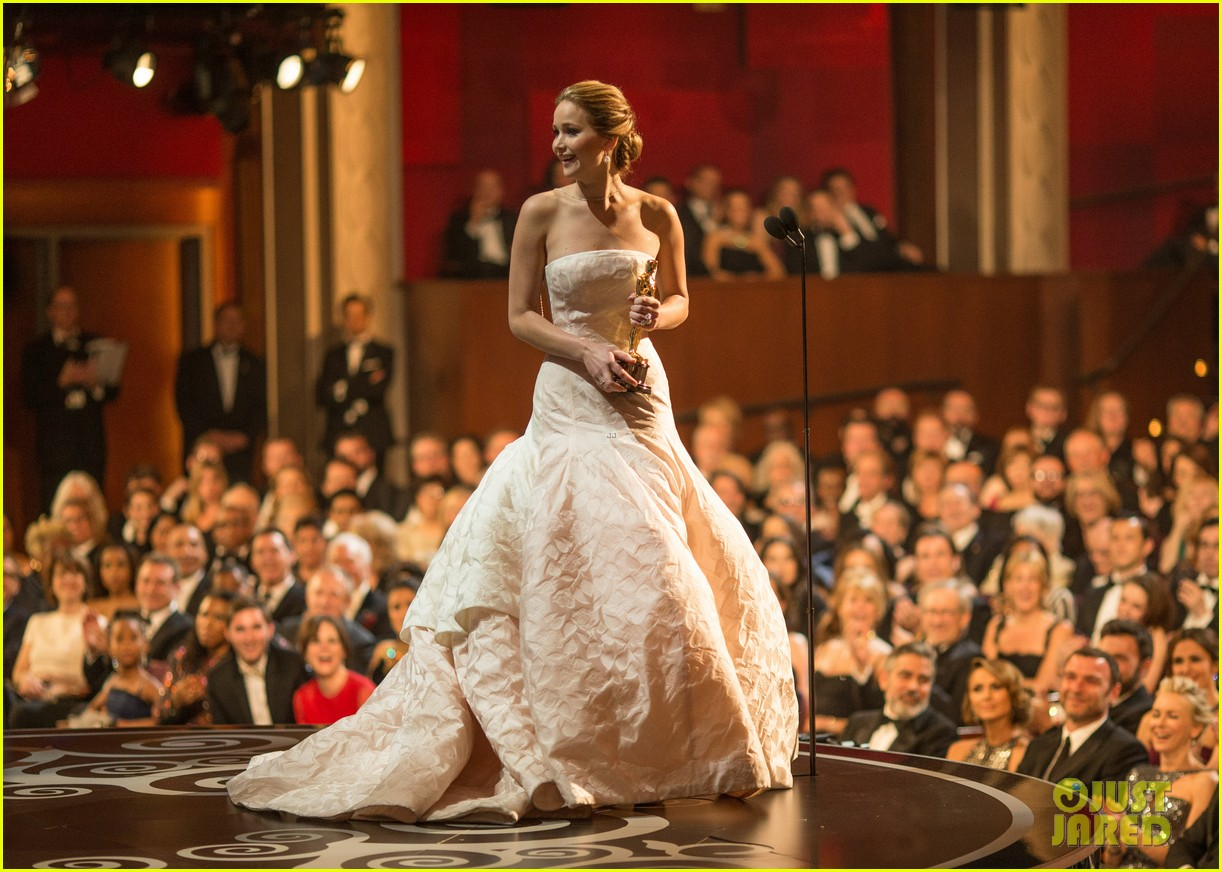 jennifer lawrence oscars fashion 154043652