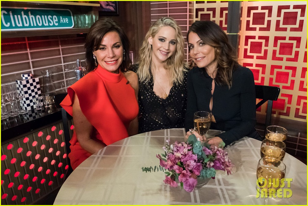 jennifer lawrence gives update on movie with amy schumer 024041906