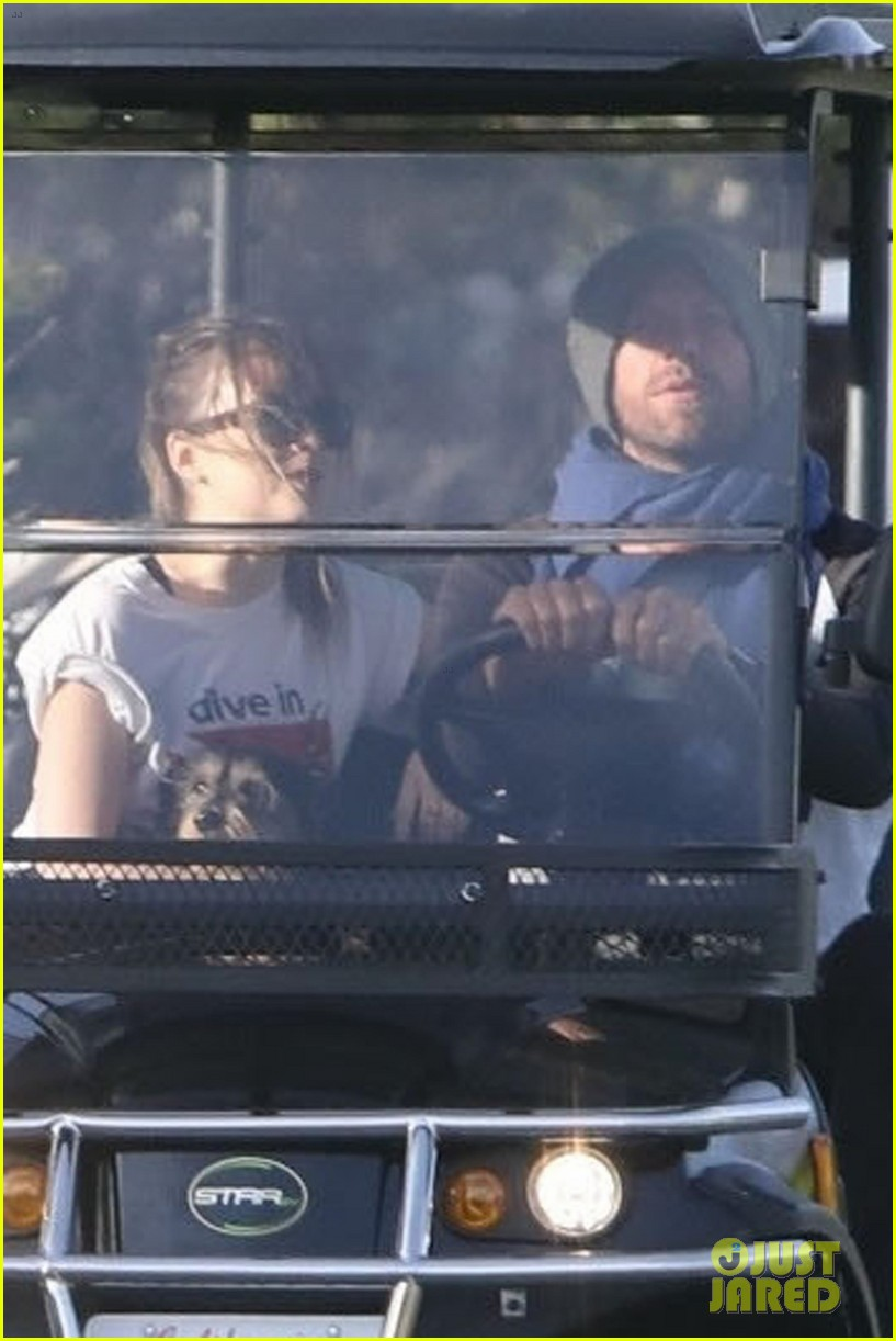 dakota johnson chris martin golf cart 024046783