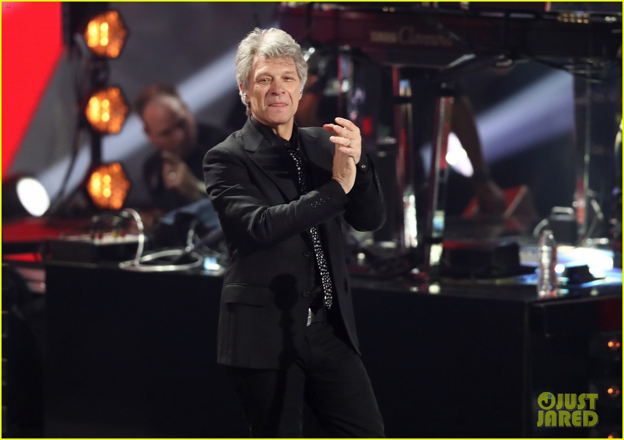 bon jovi is honored with icon award at iheart radio music awards 114049431