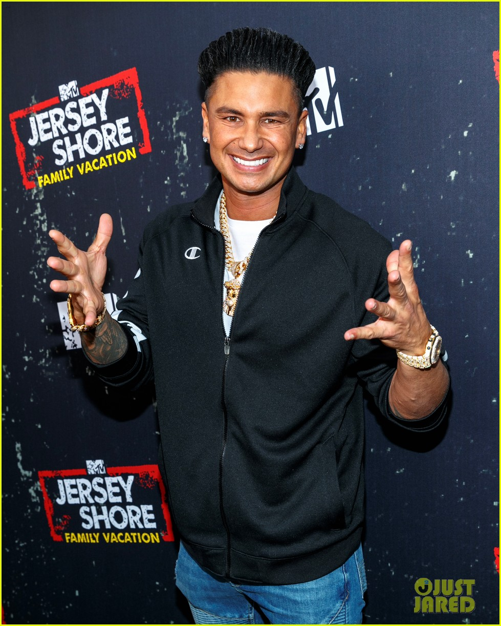 the jersey shore cast live it up at family vacation premiere party 014058034