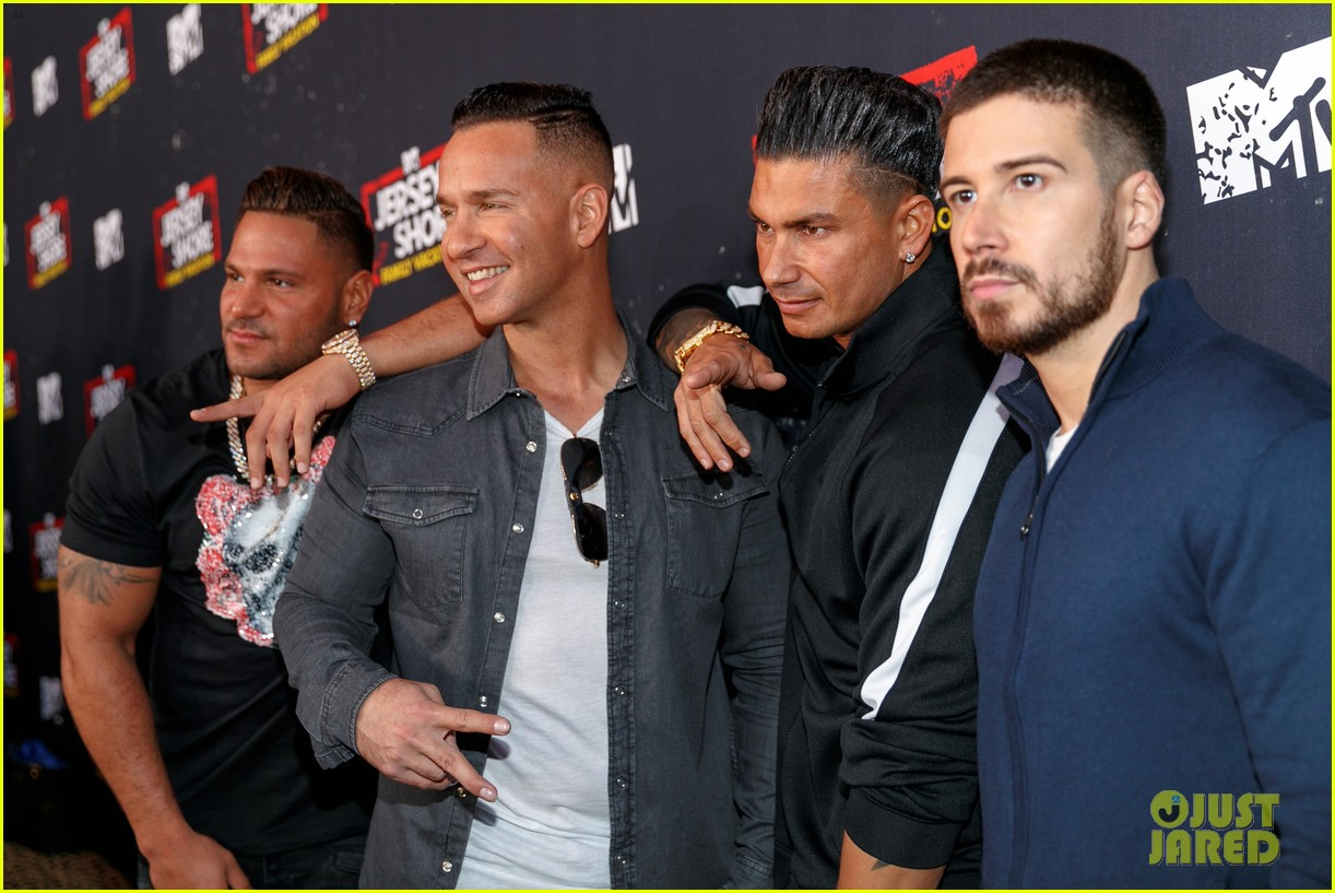 the jersey shore cast live it up at family vacation premiere party 024058035