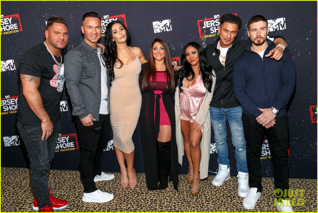 the jersey shore cast live it up at family vacation premiere party 034058036