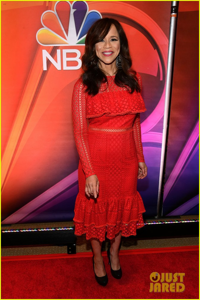 mindy kaling mae whitman nbc press day 324048212