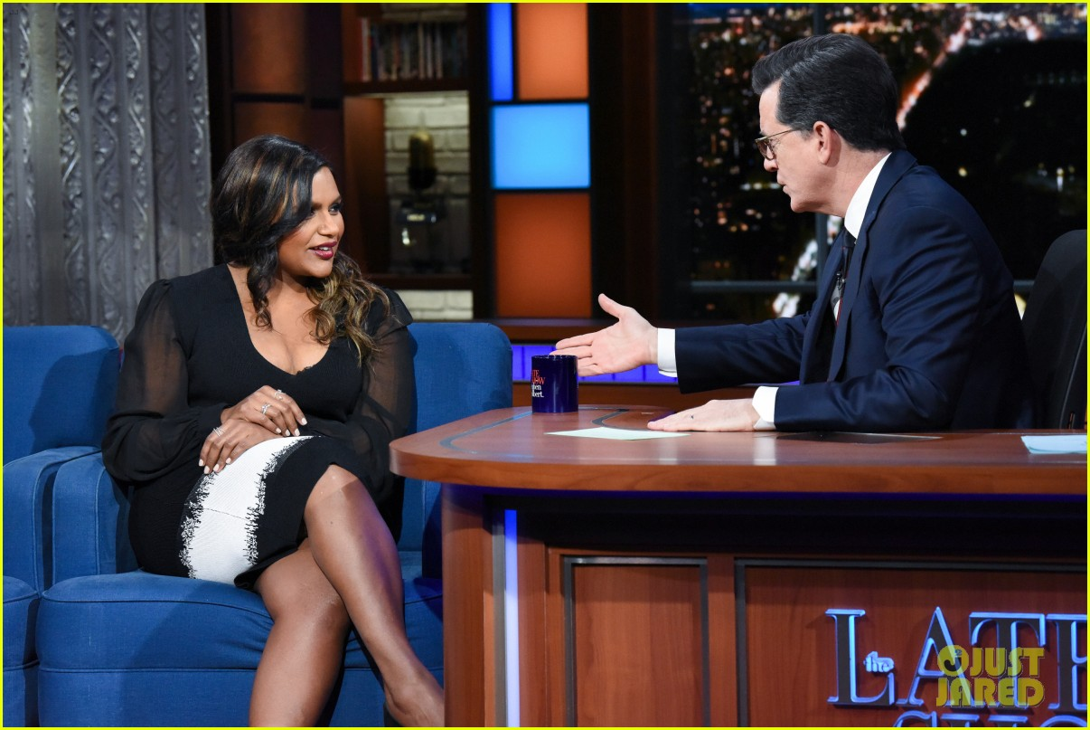 mindy kaling tells stephen colbert that his baby gift sucks compared to oprahs gift 014048375