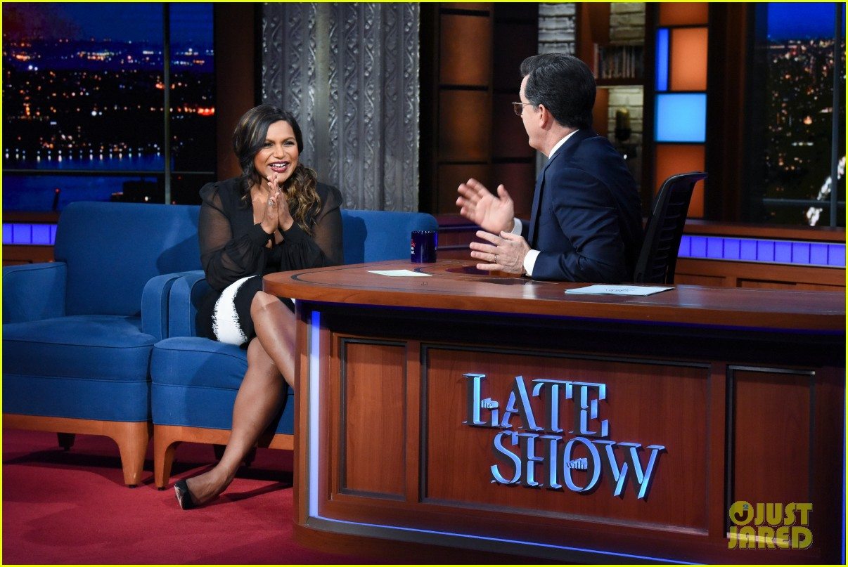 mindy kaling tells stephen colbert that his baby gift sucks compared to oprahs gift 034048377
