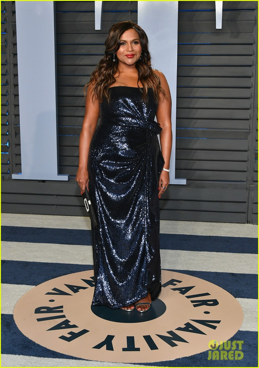 mindy kaling and bj novak have office reunion at vanity fair oscars party 014044848