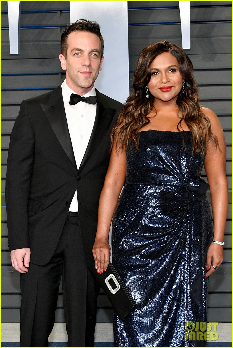 mindy kaling and bj novak have office reunion at vanity fair oscars party 024044849