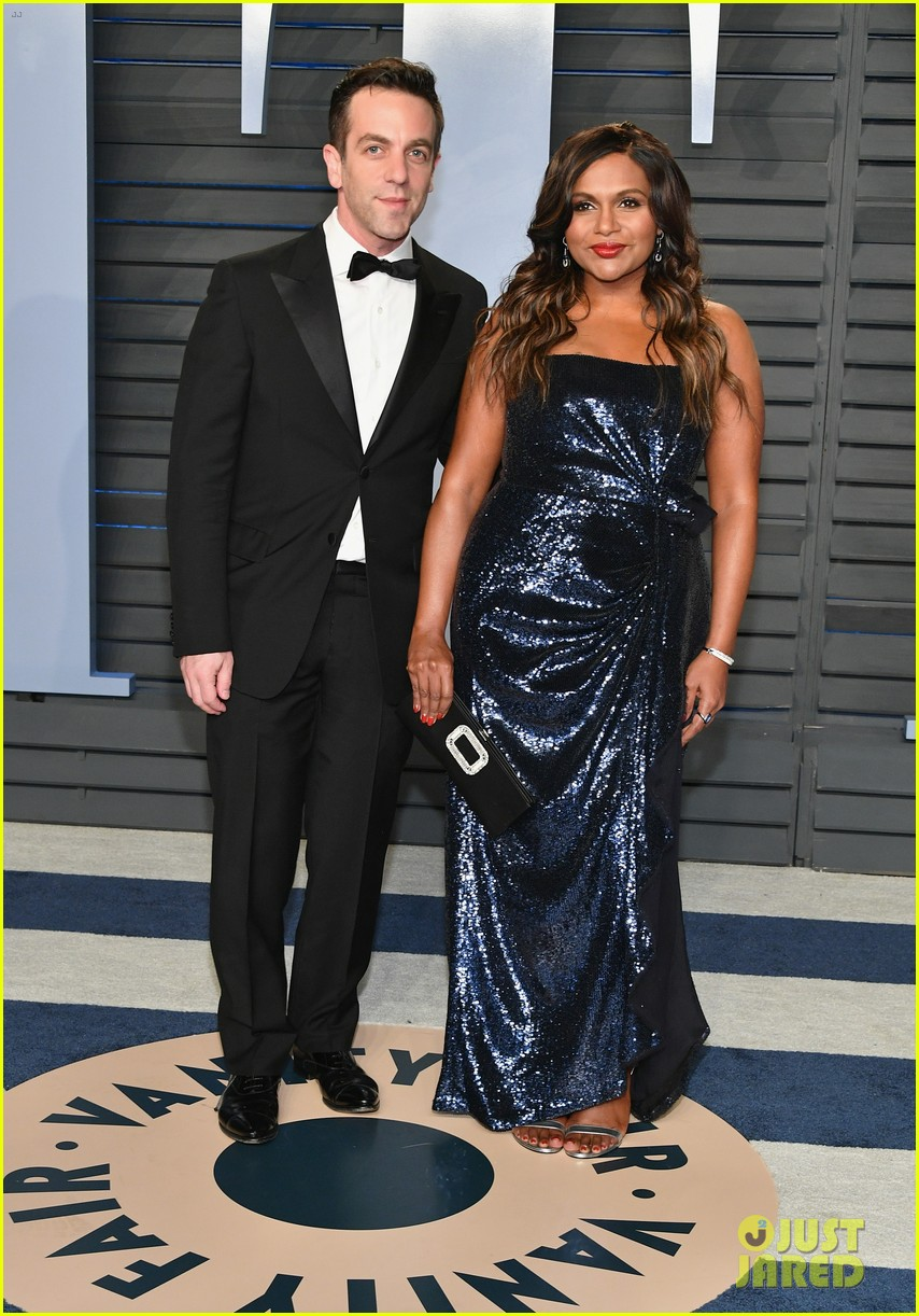 mindy kaling and bj novak have office reunion at vanity fair oscars party 034044850