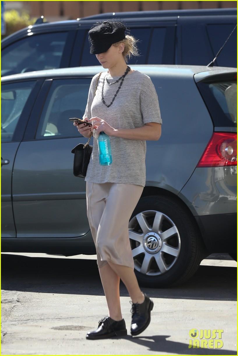 jennifer lawrence dresses casually for an errands run 014046999