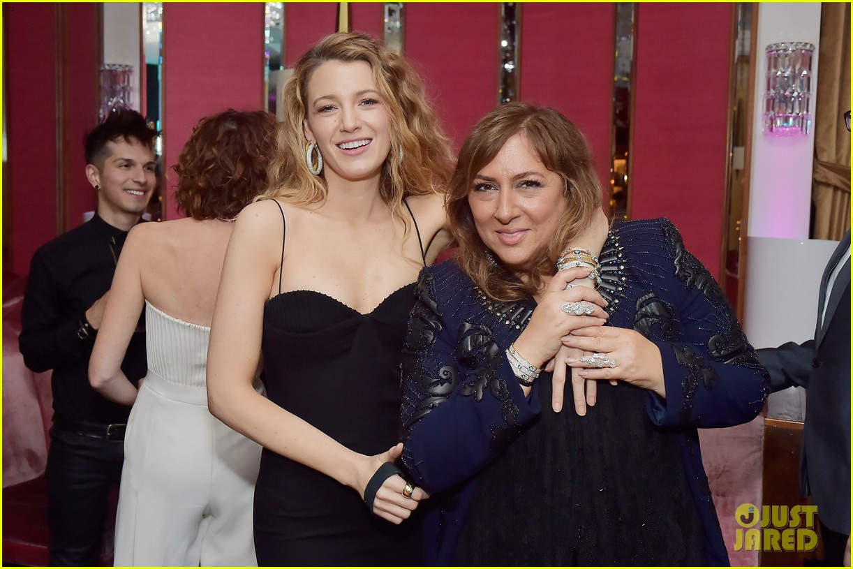 blake lively brings mom sister to lorraine schwartzs the eye bangles launch 134050495