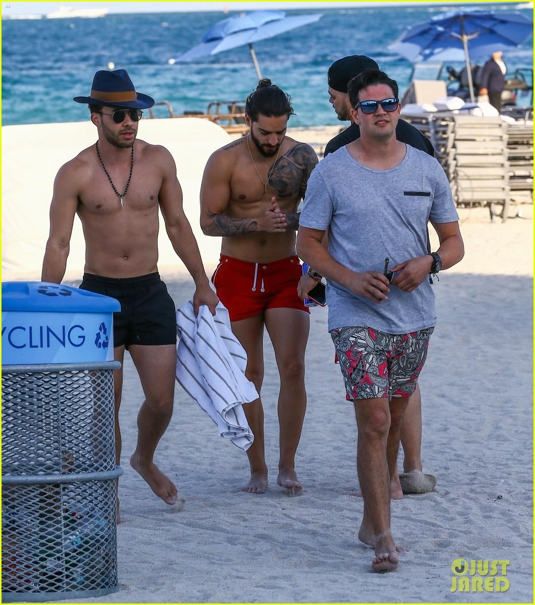 maluma flaunts shirtless body on vacation with prince royce 044052207