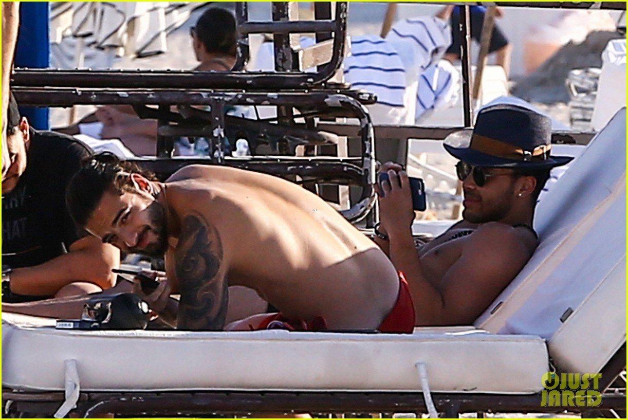 maluma flaunts shirtless body on vacation with prince royce 084052211